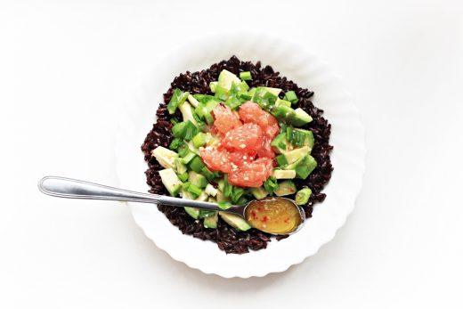 Juoduju ryziu salotos. zalia gentis. 1000