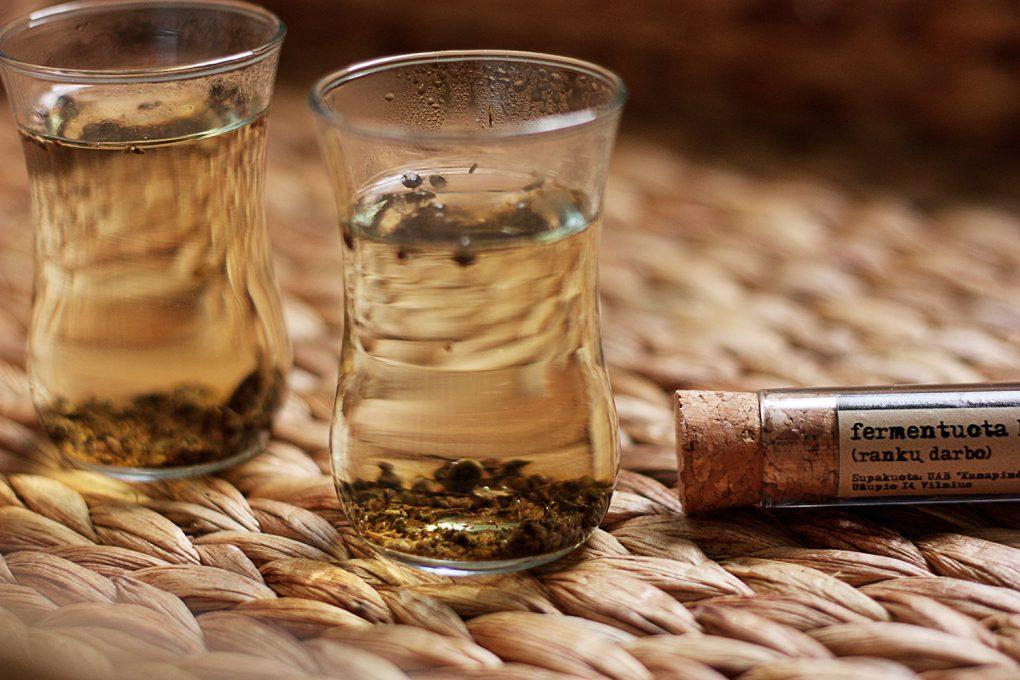 Kanapiu arbata zalia gentis